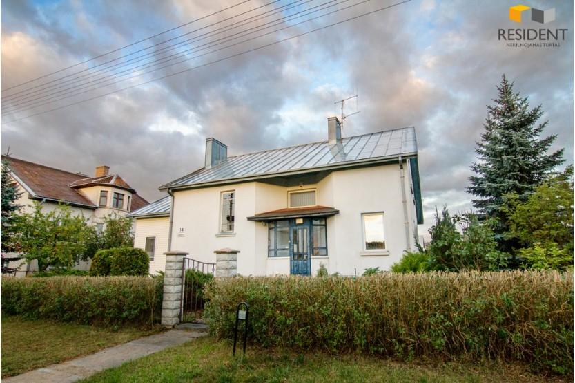 Parduodamas namas Romuvos g. , Balsiuose, Vilniuje, 202 kv.m ploto, 2 aukštai
